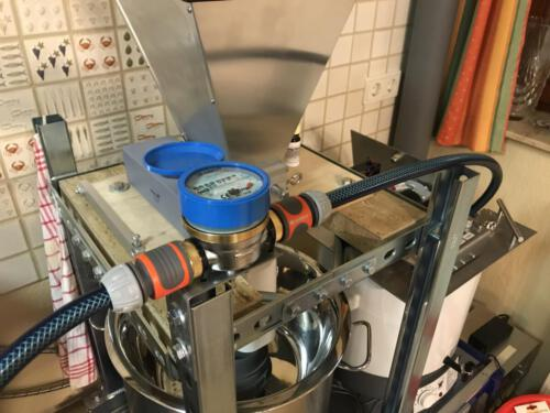 Wasserzähler mit Montagewinkel